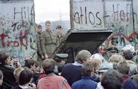 La caduta del muro: un simbolo per tante narrazioni e visioni del mondo